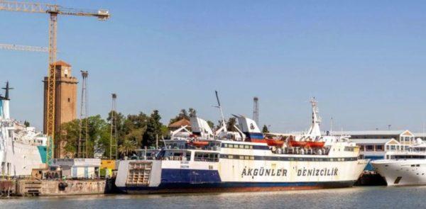 Don Cándido, ferry, esperando