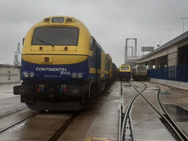 tren, puerto de Sevilla