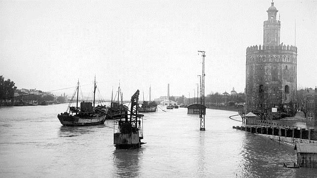inundación, Sevilla, Guadalquivir, torre del oro,río